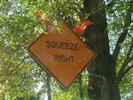 Squeeze right (construction sign)